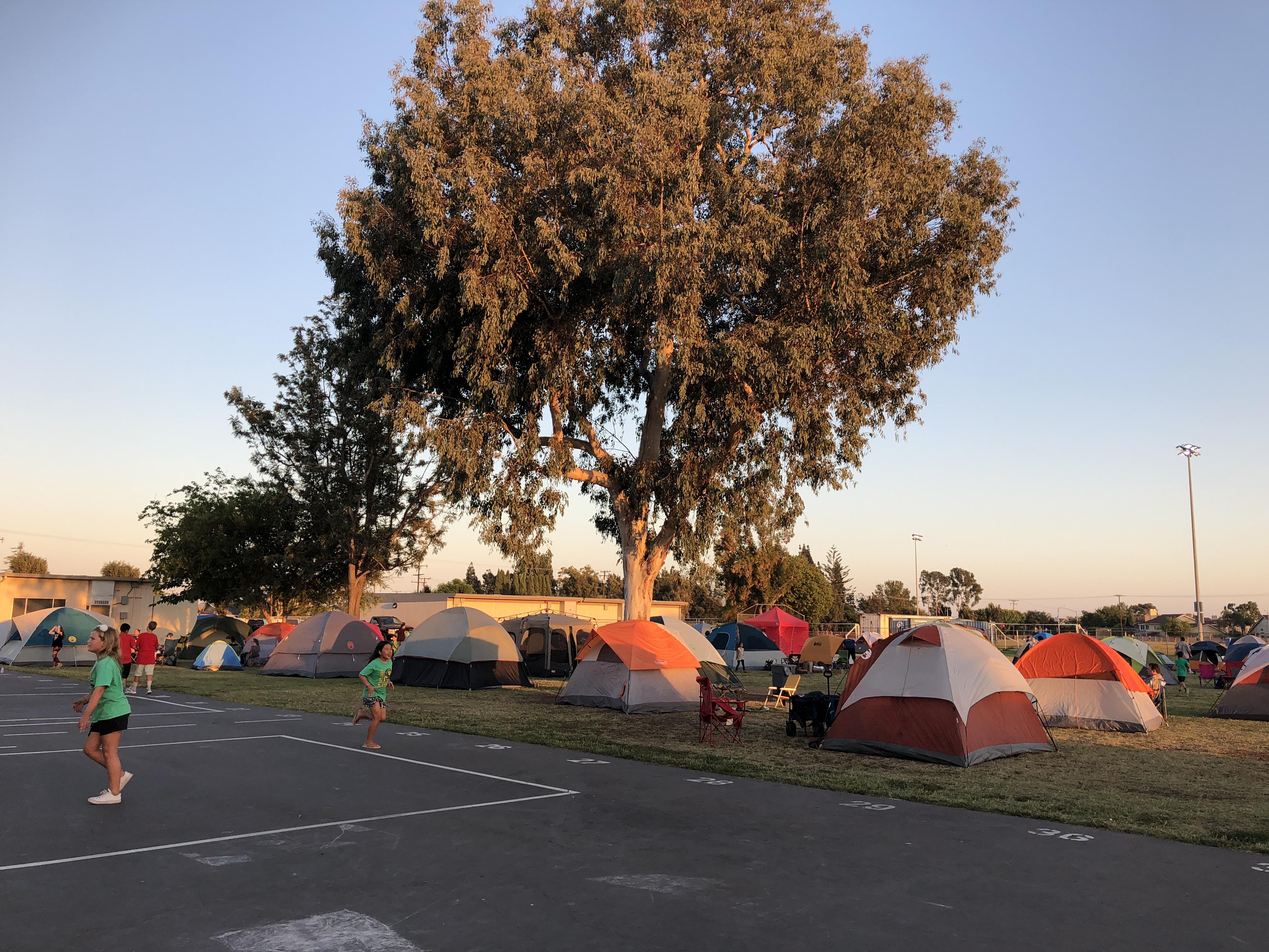 学校でキャンプ